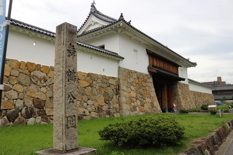 「田辺城の戦い 細川幽斎の器量にて負け戦を勝ち戦に」のアイキャッチ画像