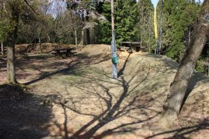 松尾山城の本丸土塁