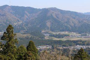 松尾山から笹尾山を望む