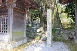 西首塚(供養塔)