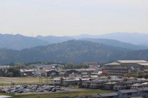 岡山烽火場から松尾山を望む