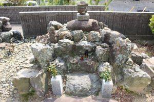 阿多長寿院盛淳の墓