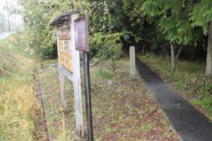 島津豊久の墓への入口