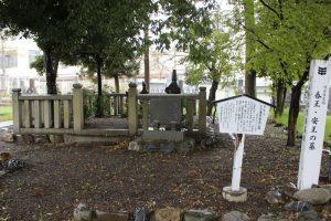 安王・春王の墓