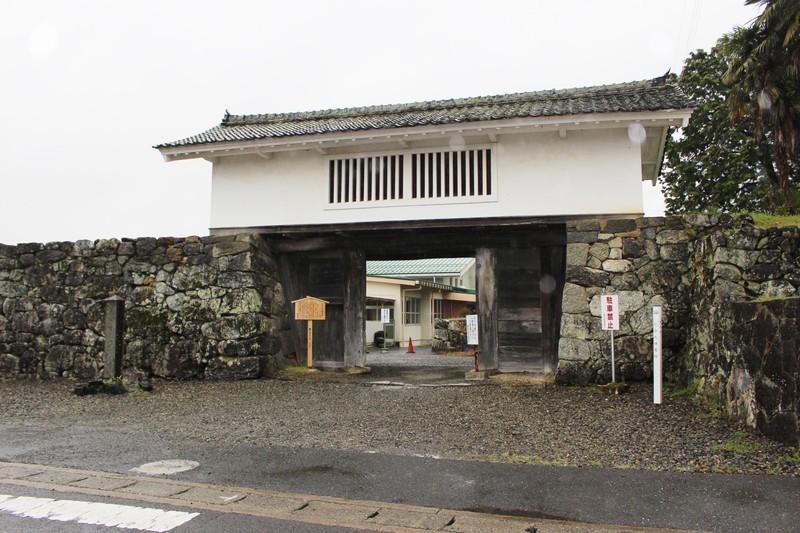 「竹中氏陣屋と岩手城~破却を免れた立派な櫓門と水堀がある竹中家先祖伝来の地」のアイキャッチ画像