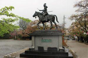 戸田氏鉄の銅像