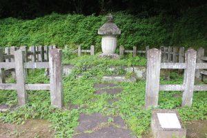 中川秀成の墓