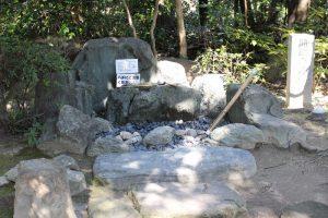 岩崎城の勘助の井