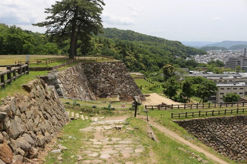 「鳥取城の見どころと宮部長房とは~関ケ原合戦時の鳥取城の戦い」のアイキャッチ画像