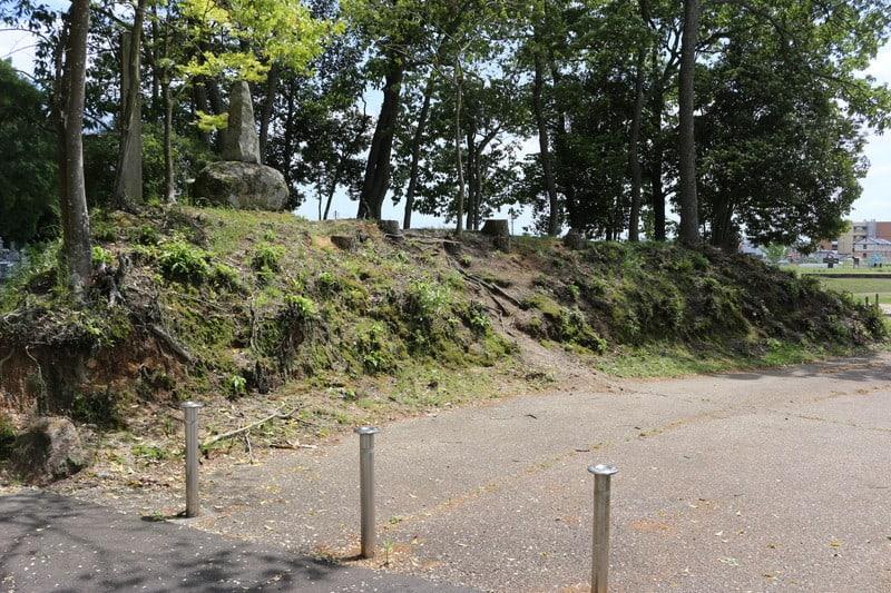 「備中高松城の戦い 備中高松城の水攻め 蛙ヶ鼻築堤跡」のアイキャッチ画像